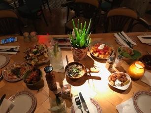 Revolution de Cuba : Table full of food