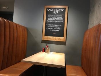 Innis & Gunn Beer Kitchen : Table