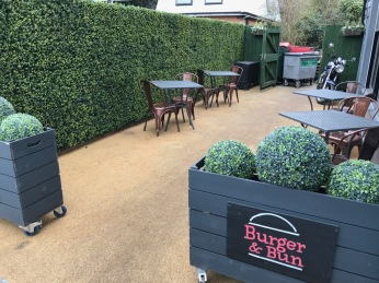 Burger & Bun : Outside Seating Area